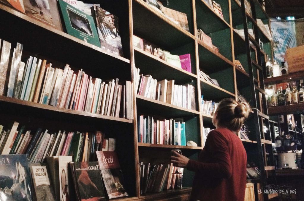 Borges y Alvarez, un libro-bar en el centro de Calafate. Viajar a El Calafate