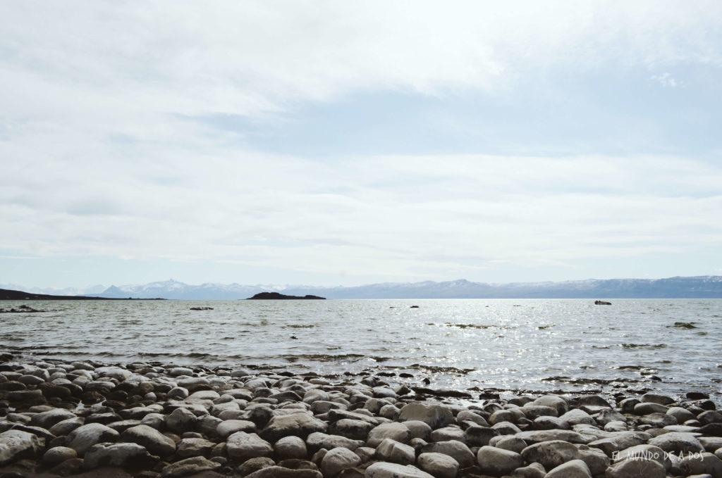 A orillas del Lago Argentino. Viajar a El Calafate