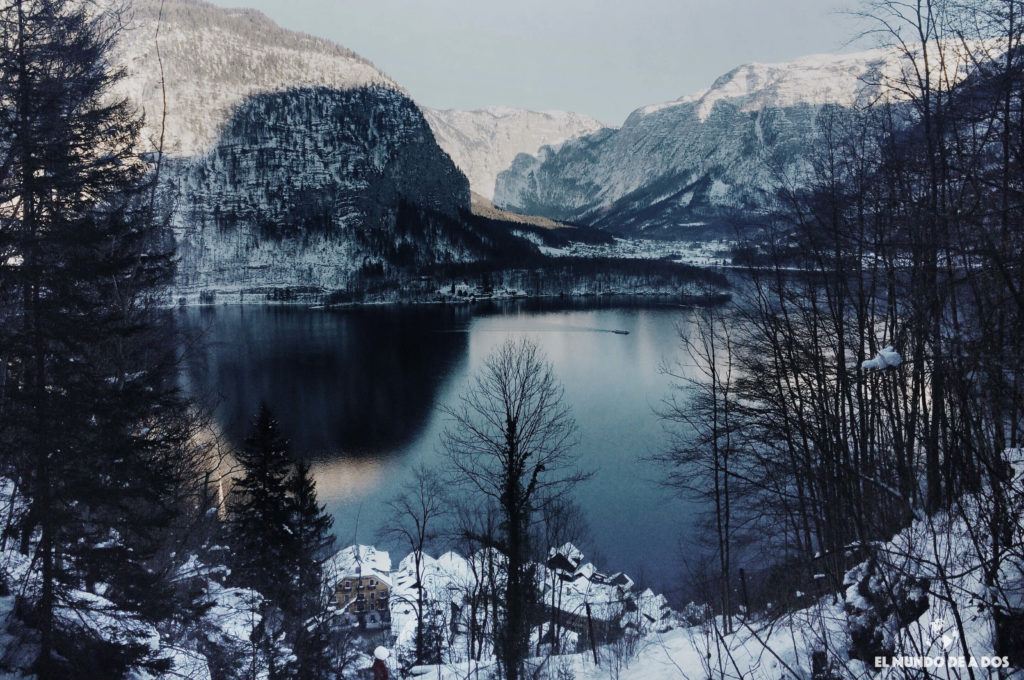 Hallstatt vista desde la cascada. Hallstatt en invierno