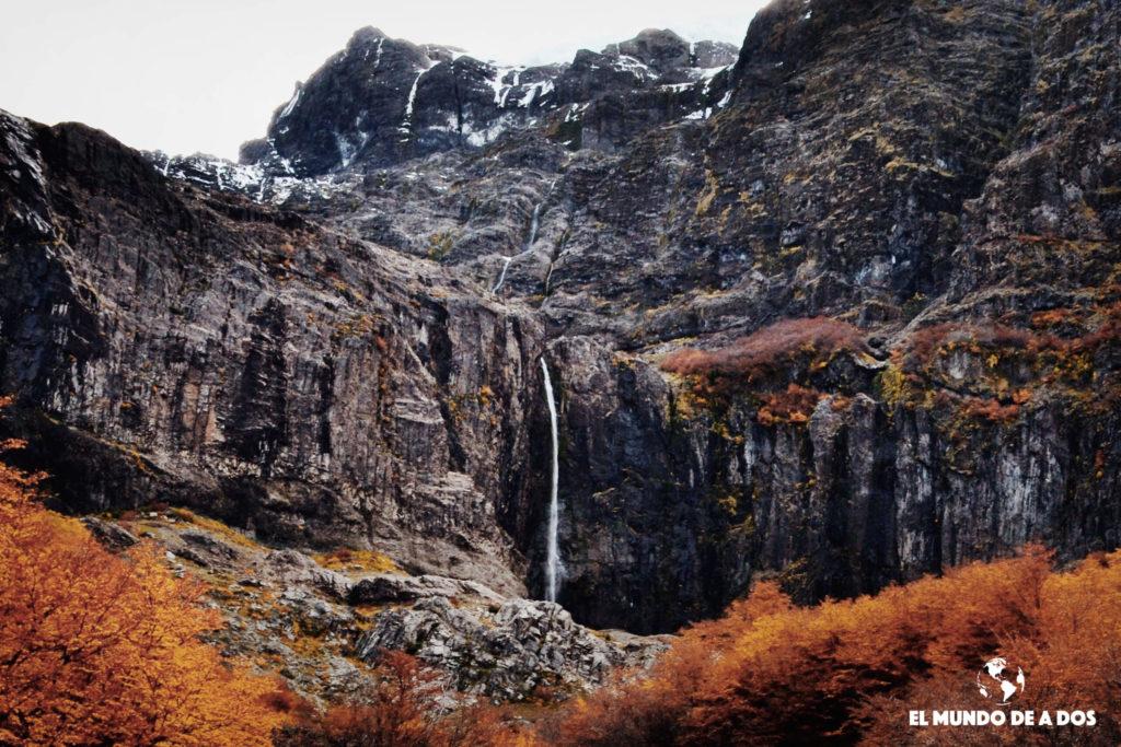 Cascada en Cerro Tronador. Bariloche en otoño