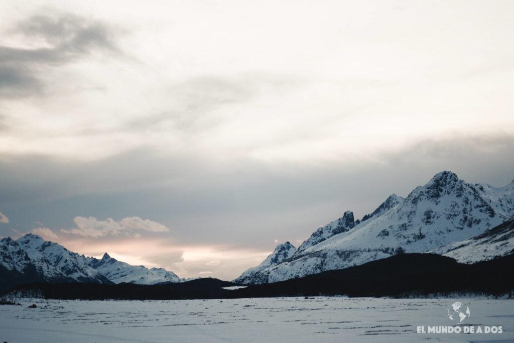 El atardecer en Tierra Mayor. Nieve y Fuego Ushuaia