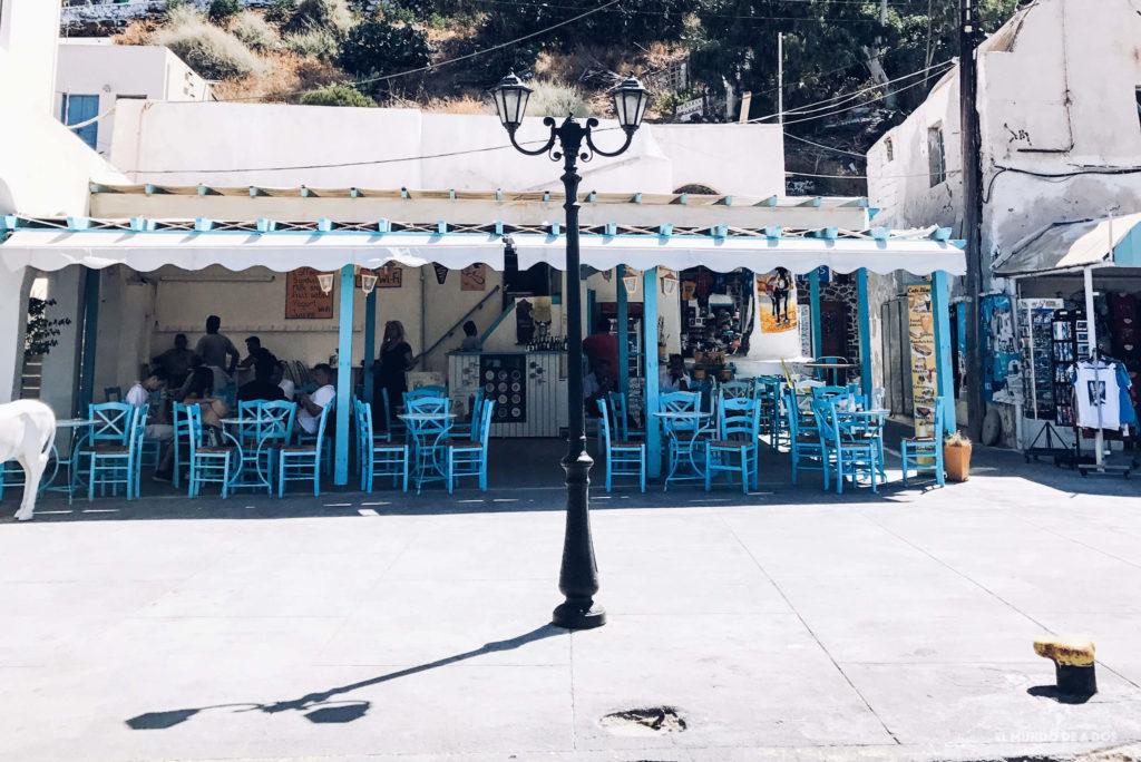 Restaurante en el puerto de Fira. Caldera de Santorini