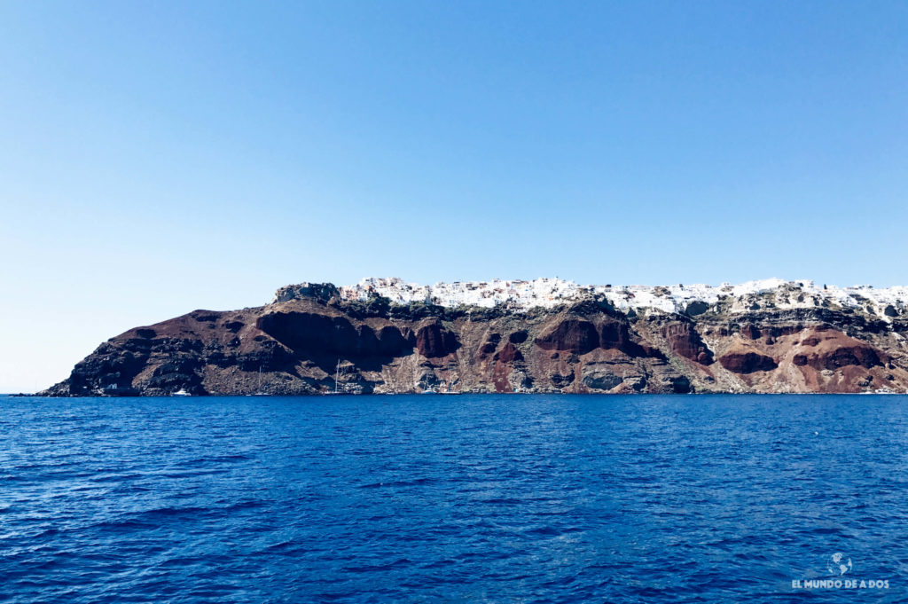Oia desde el agua. Caldera de Santorini