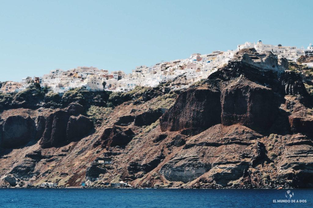 Oia desde el mar. Que ver en Santorini en 3 días