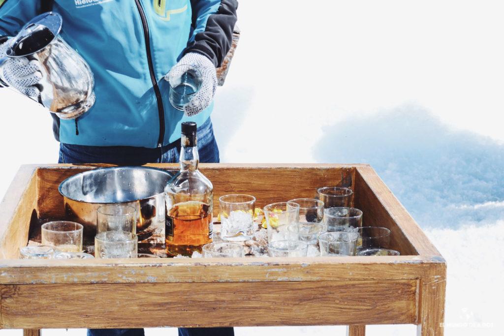 Wiski con hielo del glaciar. Minitrekking Perito Moreno