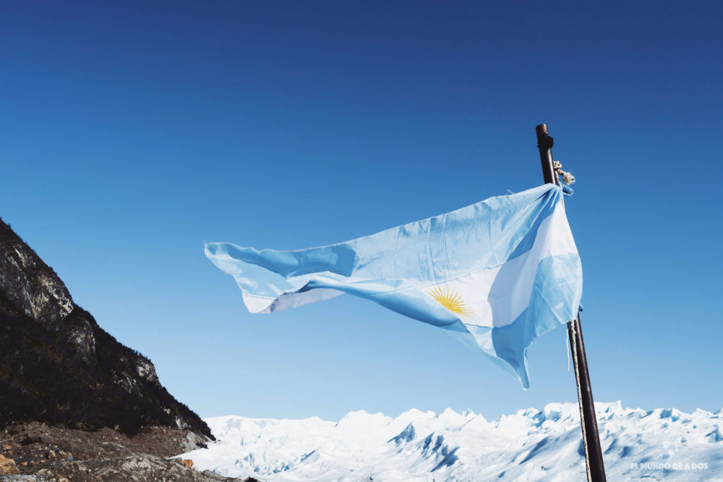 Bandera argentina. Minitrekking Perito Moreno