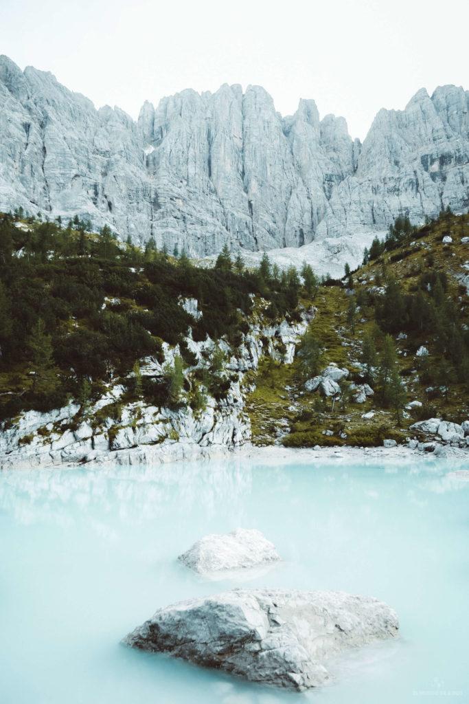 Fondo rocoso del Lago Sorapis