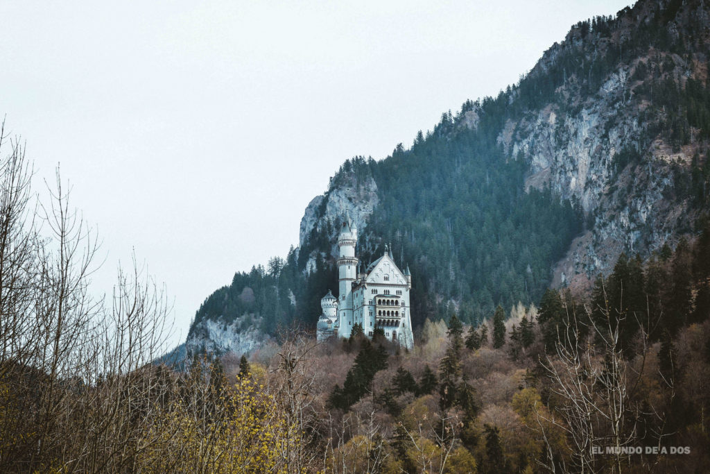 Entre las montañas. Neuschwanstein, castillo del rey loco