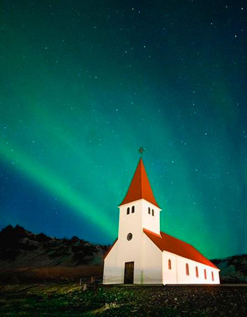 La iglesia de Vik por @gongranja. Fotografiar la Aurora Boreal en Islandia
